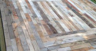 Schwimmendes Deck aus wiedergewonnenem Palettenholz von Home Remedies Handyman in Nas ...