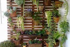Vertikaler Garten ideal für den Balkon - mit Plastikflaschen, Töpfen, Pflanzen...