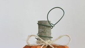 Kreieren Sie Ihre eigenen DIY-Kürbisse aus wiederverwendetem Holz mit nur wenig...
