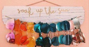 Rustikaler Sonnenbrillenhalter / Wanddisplay - weiß getünchtes Holz